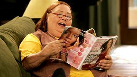 Photo of Berta: grossa, interesseira e a rainha do sarcasmo de Two and a Half Men! [Personagens que Nós Amamos]